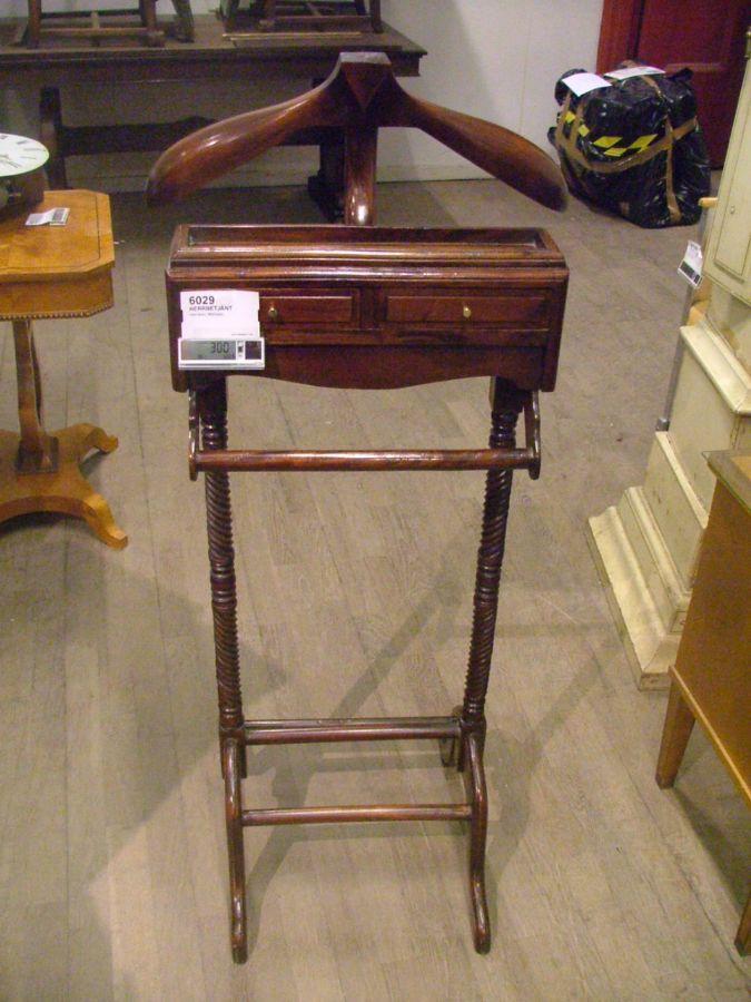 Herrbetjänt, med lådor, Mahogny 361 6029 Metropol Auktioner