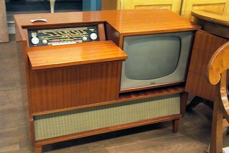 Tv Radio Meubel : Radio tv möbel radiola metropol auktioner