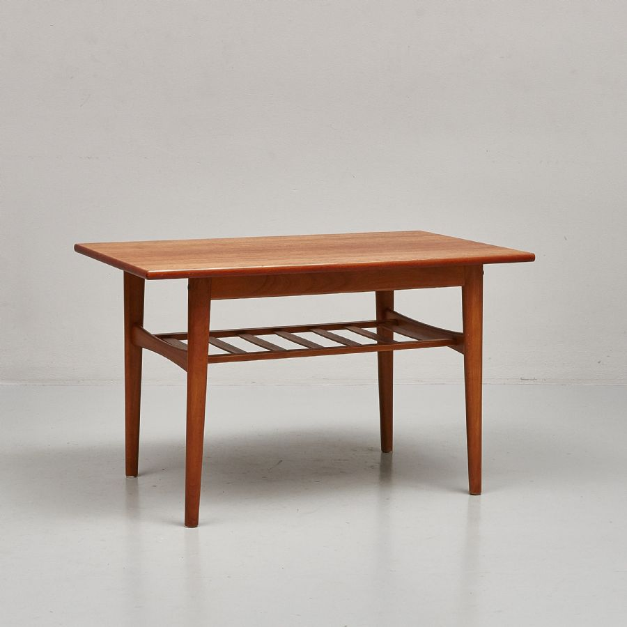 Soffbord, Teak, Med Tidningshylla, Längd 90 Cm, Djup 54 Cm, Höjd 55 Cm Metropol Auktioner