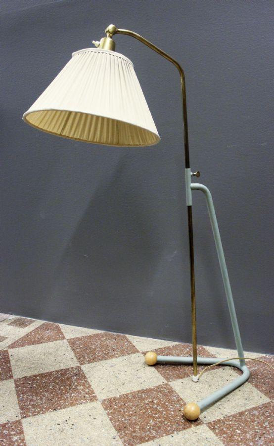Golvlampa, NK, Triva Metropol Auktioner i Stockholm och på nätauktion med konst och inredning