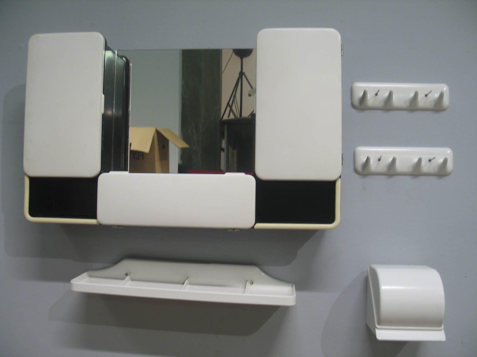 Plast för badrum, 5 delar plast för badrum CM Torino Italien 1960 tal badrumsskåp Vetta svart