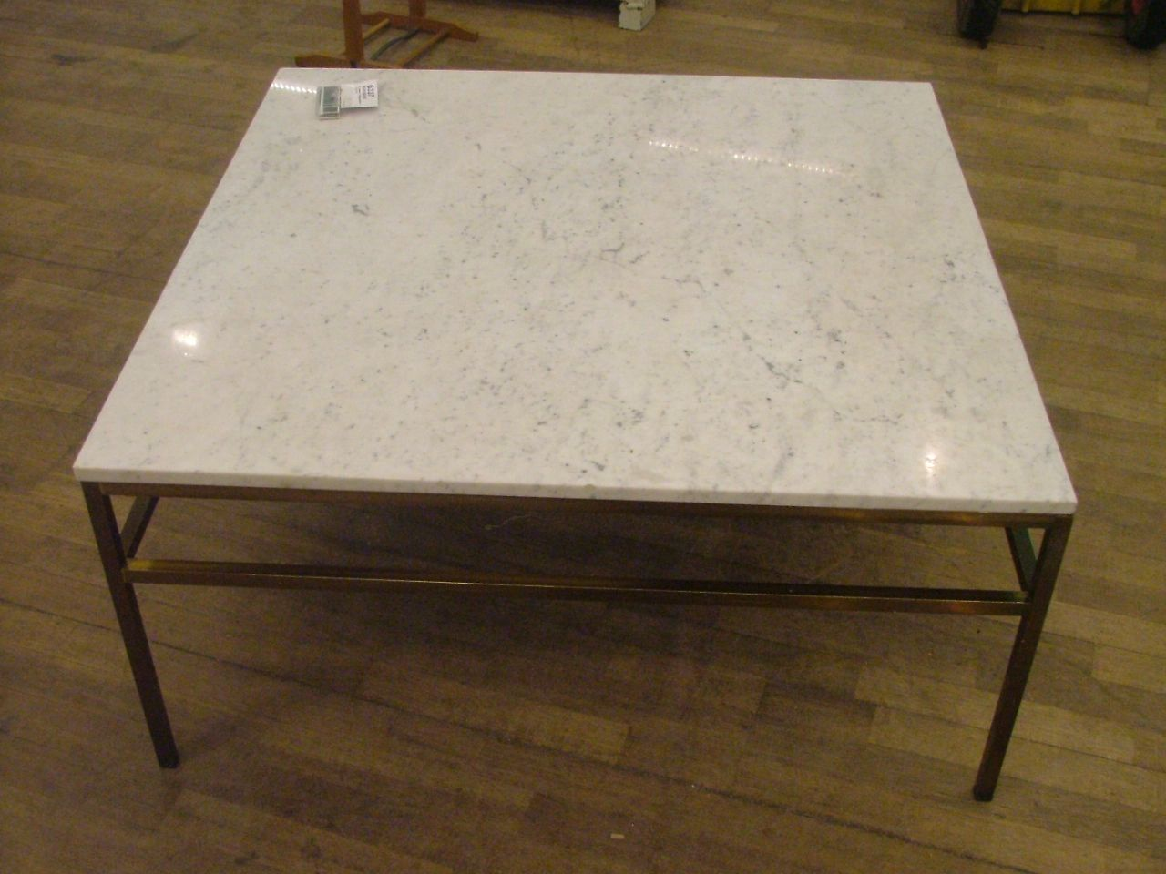 soffbord englesson m ssing marmor 100x100 353 6337 metropol auktioner. Black Bedroom Furniture Sets. Home Design Ideas