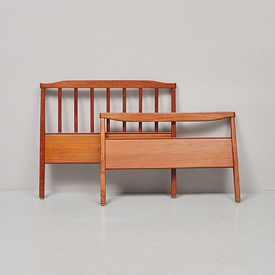 Sänggavel, Carl Malmsten (1888 1972), total bredd 93 cm ca Metropol Auktioner i Stockholm och